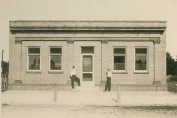 Exterior of the bank in 1912