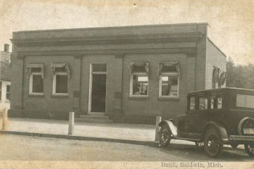 Exterior of the bank in 1920
